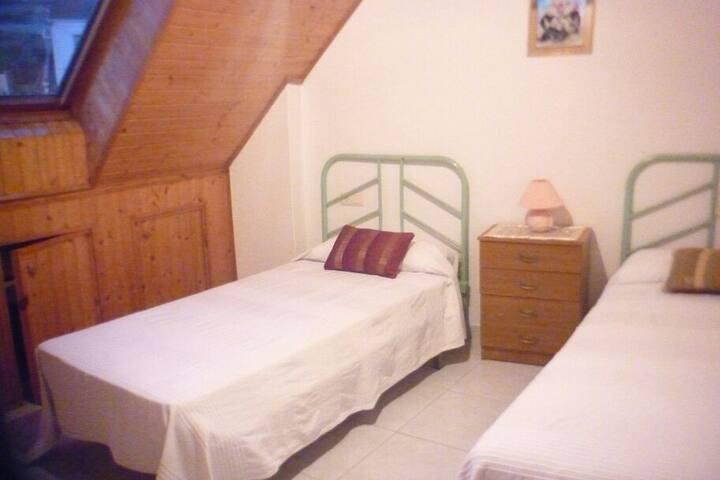habitacion privada en apartament - Lage - Lakás