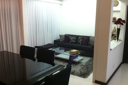 Penthouse duplex. Bedroom for rent - Wohnung