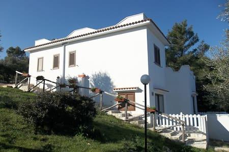 Villa in pineta- Tomarosso apt2 - Vieste