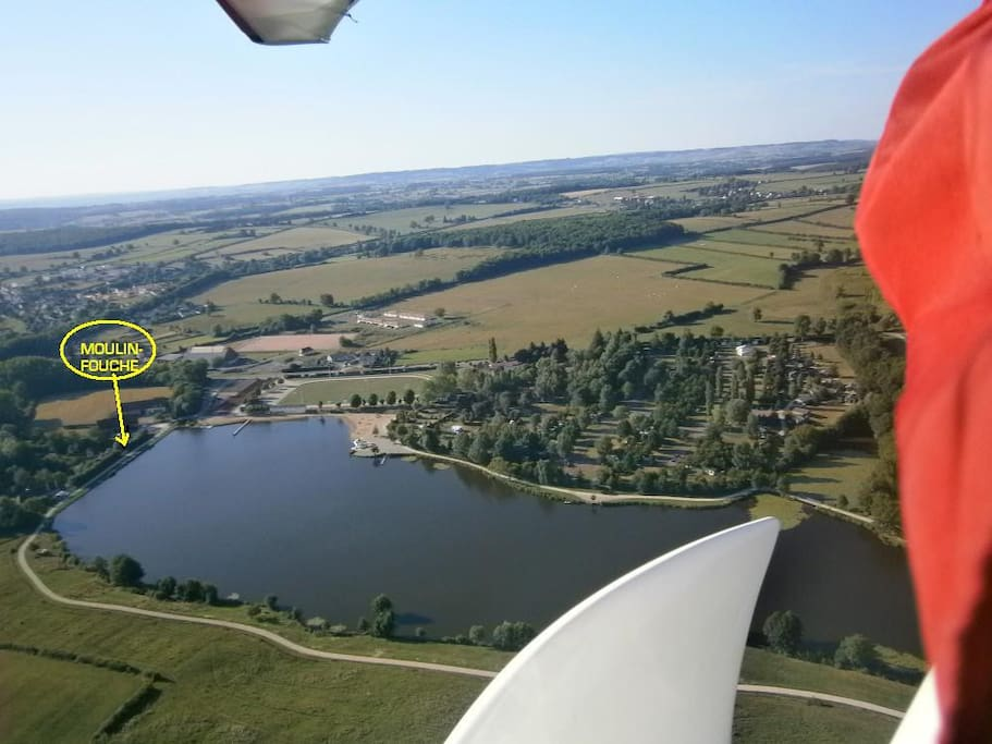 de moulin-fouche direkt aan het meer, van bovenuit gezien..