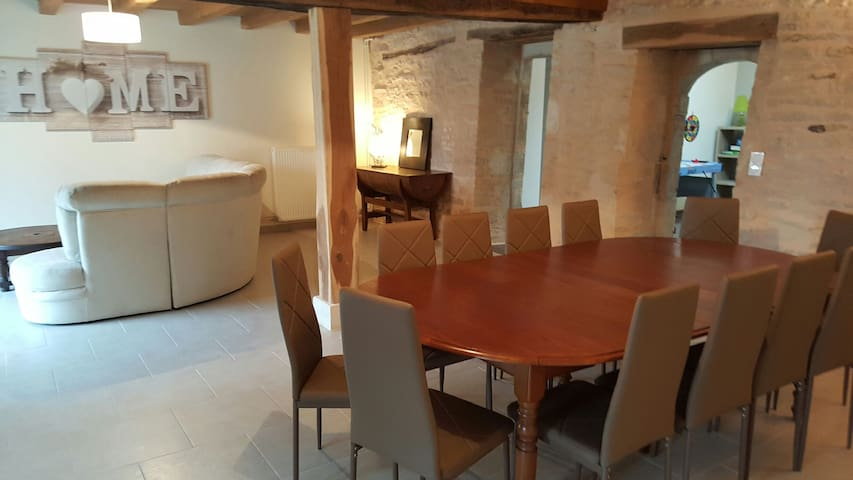 """Gîte Familial """"Les Bocquins""""-Bourgogne - Chassignelles - House"""