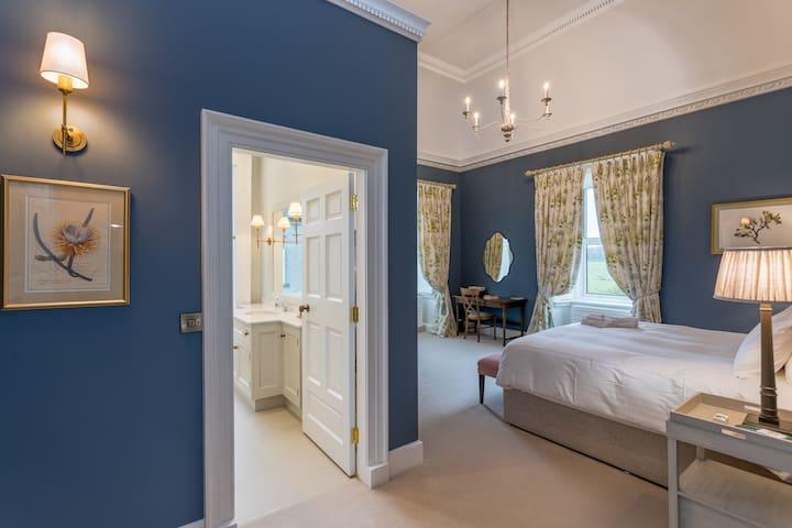 The Courtyard Bedroom