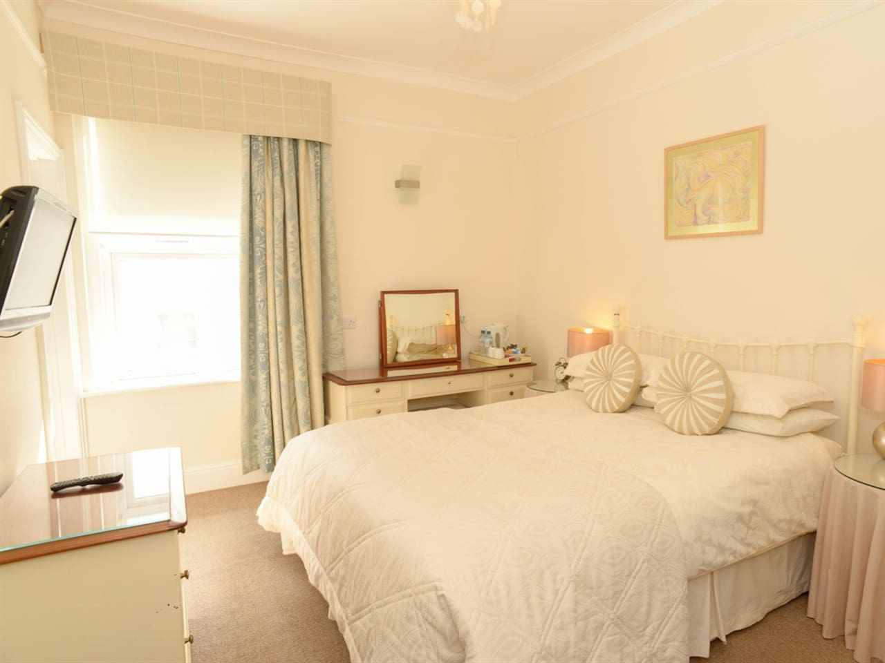 Comfy king sized bed with great sea view