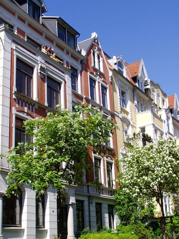 Spacious Art Nouveau near center - Flensburg - Apartemen