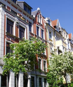 Spacious Art Nouveau near center - Apartmen