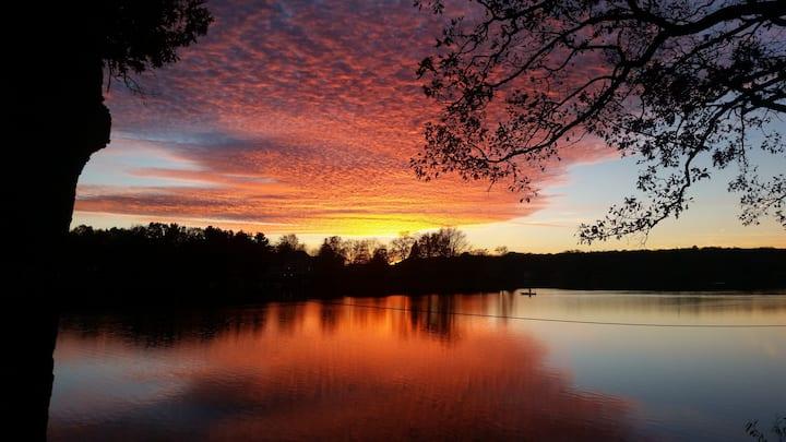 Big Lake Front Cottage - Clarkston Area Lakefront