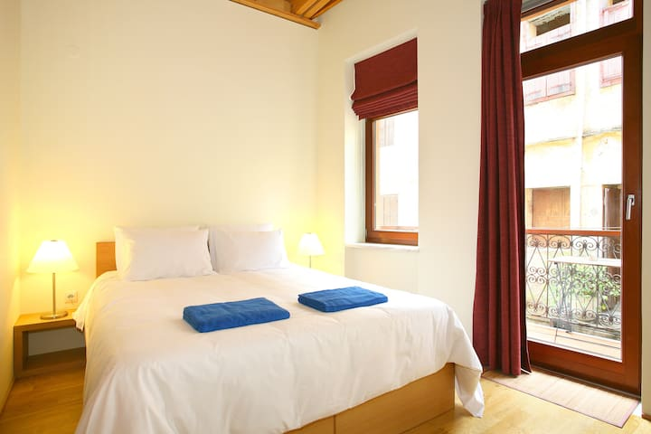 A master bedroom with a king size double bed and a private en-suite bathroom. Enjoy the high deluxe quality of those unique mattresses. Have a great sleep! Dorotheou House  in Chania Old town!