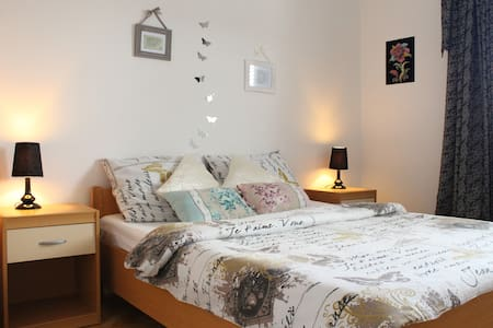 Room for 2@Novalja center/Zrce,AirCon+free Wifi - Novalja - Huis