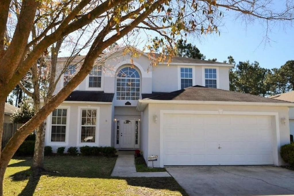 Spacious Centrally Located 3 Bed 2 5 Bath House Houses For Rent In Jacksonville Florida