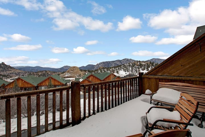 Mount Richthofen S3 - 3 Br condo with Marys Lake and mountain views!