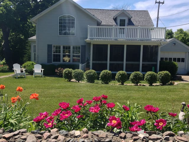 Marie's Catawba Island House -BDRM w 2 Double Beds - Port Clinton - Guest suite