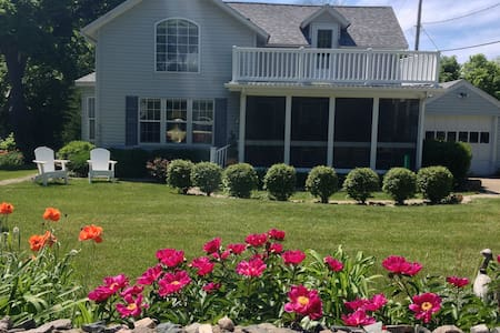 Marie's Catawba Island House -BDRM w 2 Double Beds - Port Clinton - Vendéglakosztály