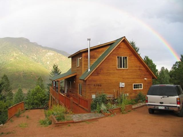 Magnificent Rocky Mountain Cabin - Views! - Cascade-Chipita Park - House