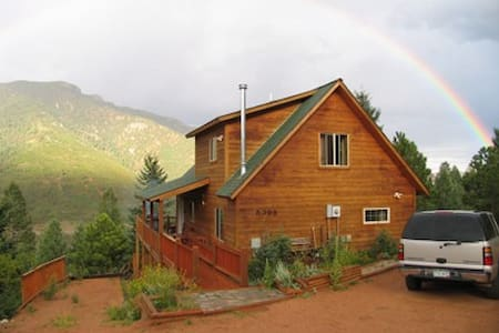 Magnificent Rocky Mountain Cabin - Views! - Cascade-Chipita Park - Hus