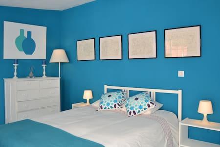 Cozy room in Cascais Town Centre - Cascais - House