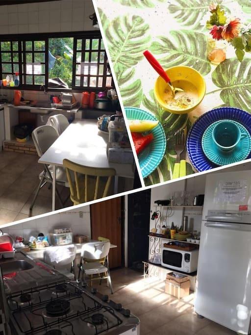 Possuímos uma cozinha compartilhada na qual os hóspedes e funcionários podem armazenar e preparar suas próprias refeições.