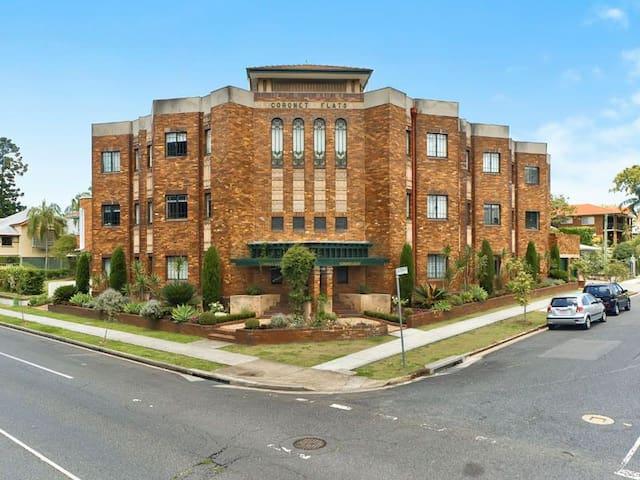 Art Deco apartment in New Farm