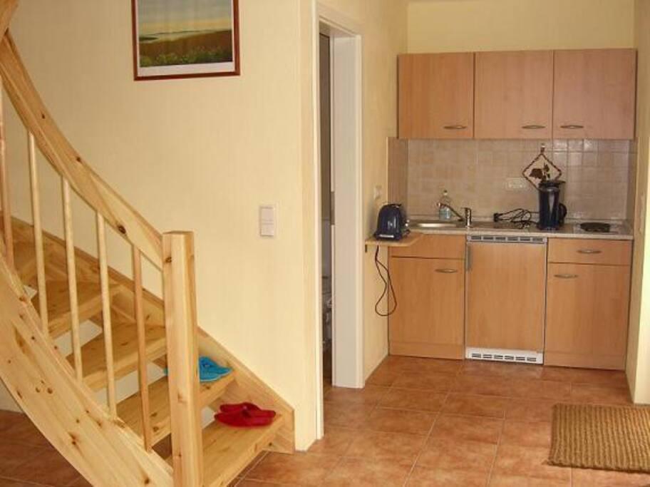 offener Wohnbereich mit Küchenzeile