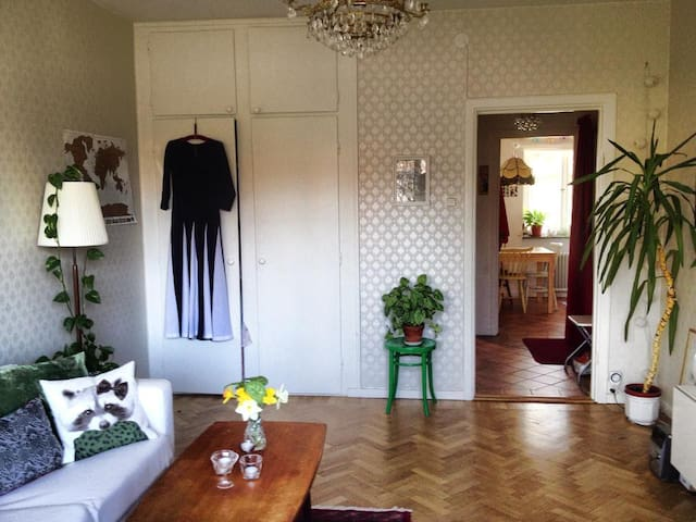Central and cosy apartment with balcony, Globen