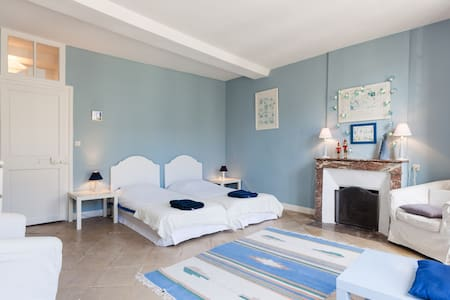 Chambre  Bleue maison XVIIème - Caen - Bed & Breakfast