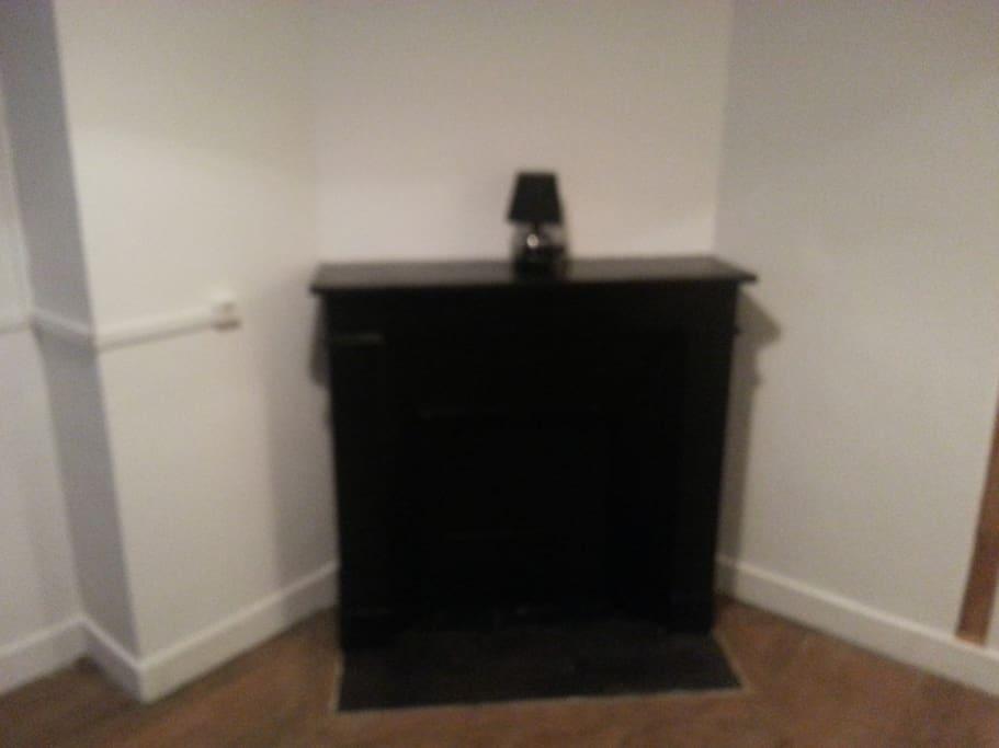 cheminée dans pièce kitchenette