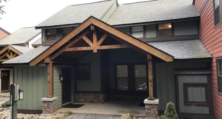 Winter Wonderland | 3 Bed/Bath | Next to Slopes & Village | Privacy in the Trees