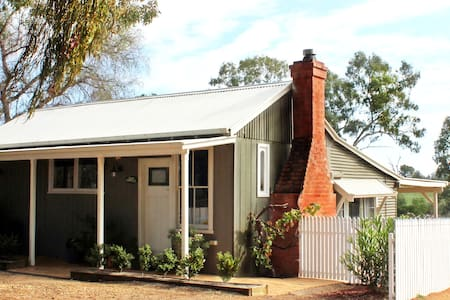 Outback Cellar Dubbo - Cottage