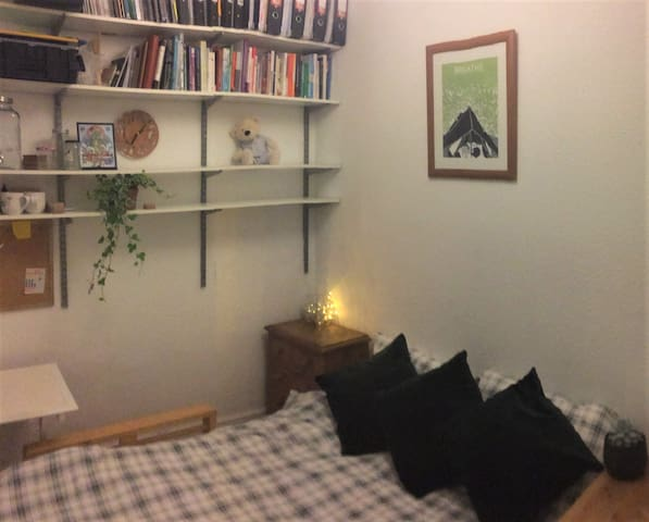 Cosy, light room in Whalley Range/ Chorlton