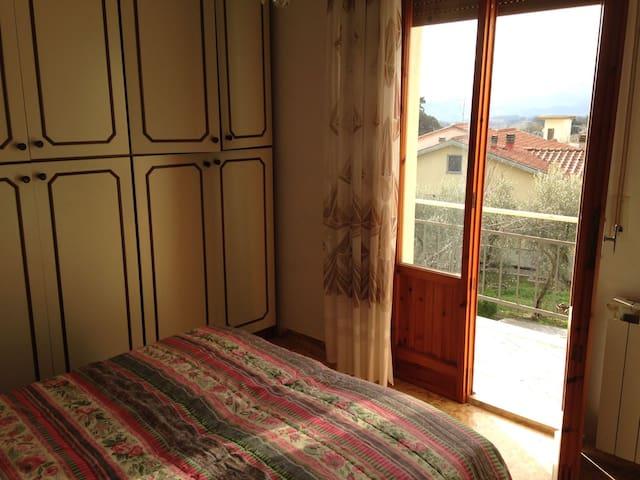 Bilocale con vista sulla campagna toscana - Borgo San Lorenzo - Apartament