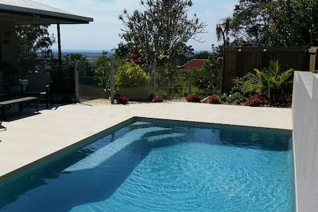 Spacious Home Overlooking the Sunshine Coast - Bli Bli - Hus