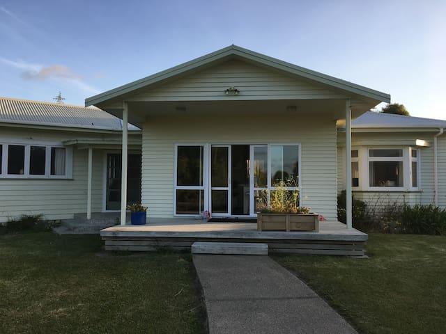 Rural NZ Dairy Farm life - Matata - Casa