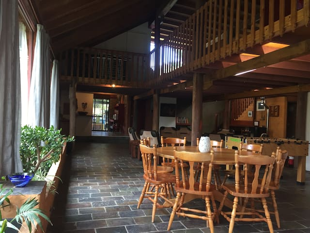 The 'Art House' unique, spacious and comfortable - East Jindabyne - Hus
