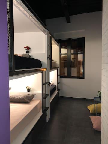Iconic athens hostel-6bed mixDorm