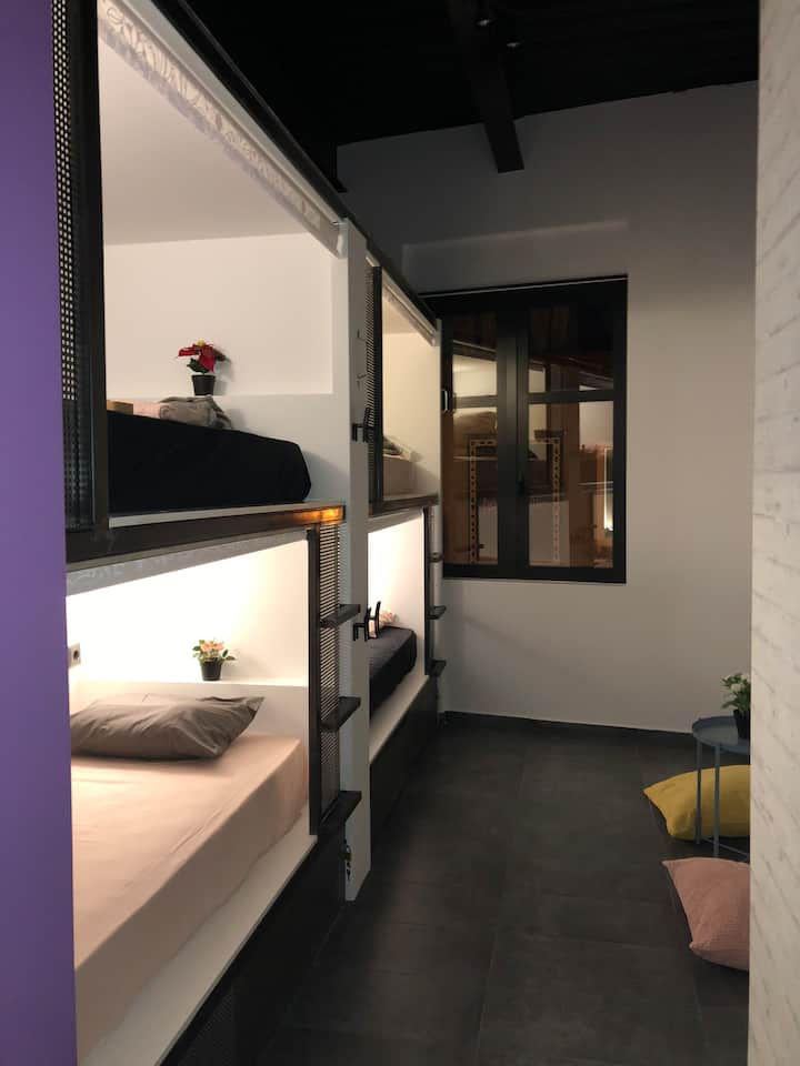 Iconic athens hostel-6bed mixDorm