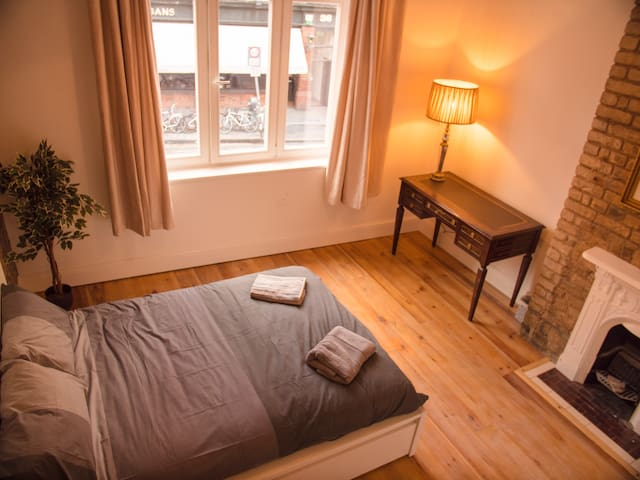Luxury George's Street apartment (City Centre)
