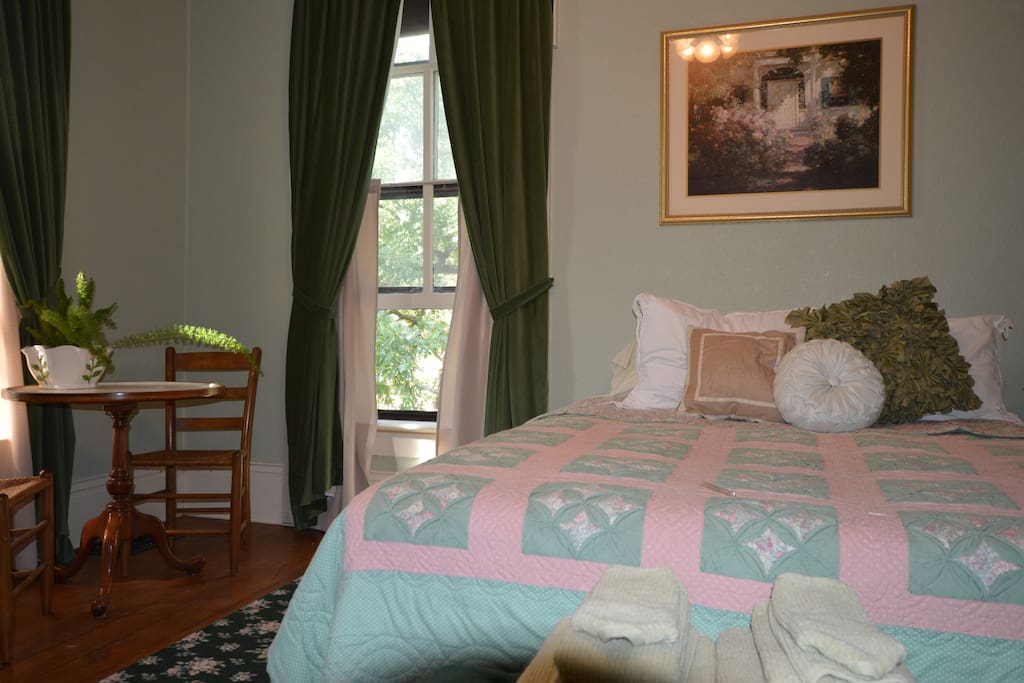 The Mills Room ,Queen size bed.