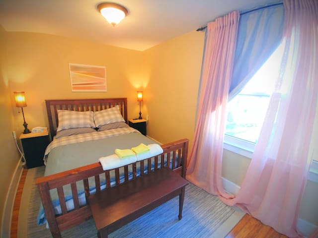 Comfy Room, Peaceful Home, Great Area (west room)