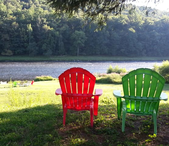 Escape! Delaware Riverfront, Private & Pristine! - Barryville - Hus