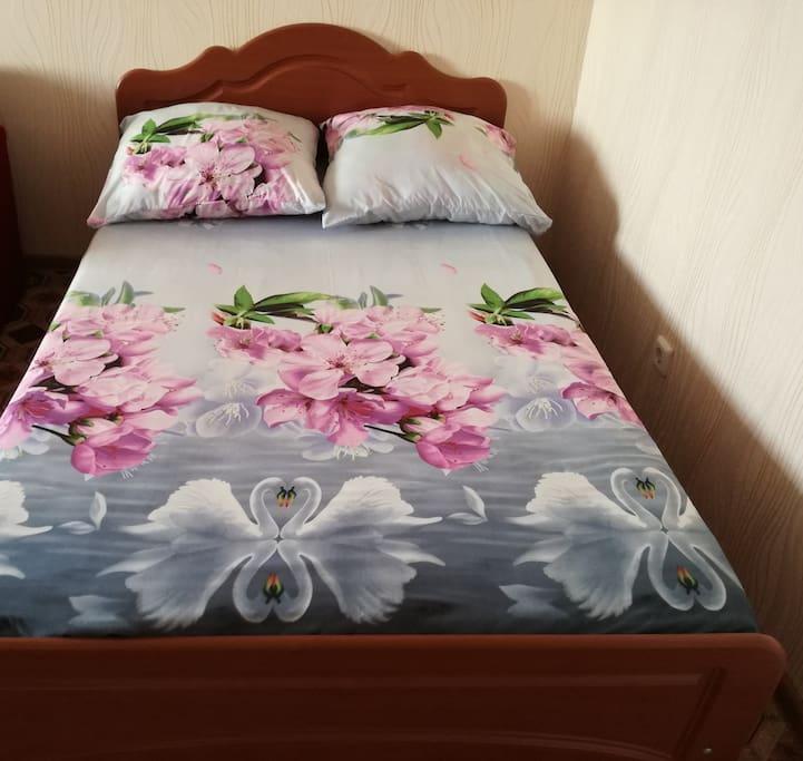 Хорошая двухместная кровать