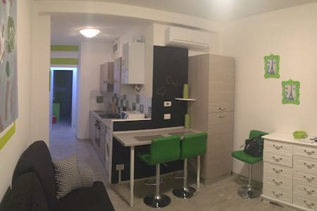 Two-rooms apart. near SUBWAY of COLOGNO SUD (6°P)