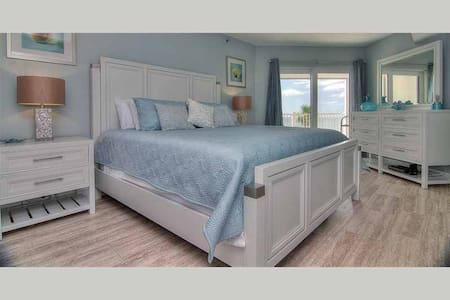 LHPT 402 - Stunning Oceanfront Condo with Designer Touches - Redington Shores - Kondominium