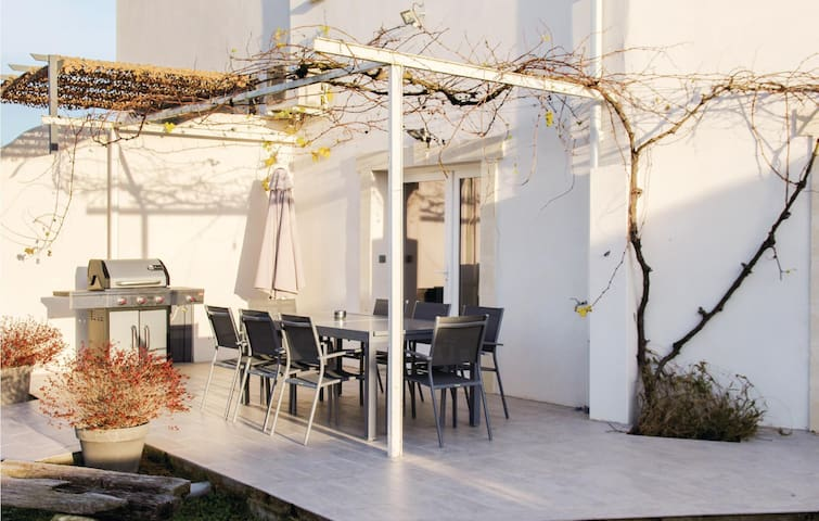 Terraced house with 4 bedrooms on 148m² in Albaron Arles
