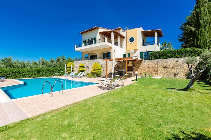 Great views,Private pool,Near Rethymno town,9 guests