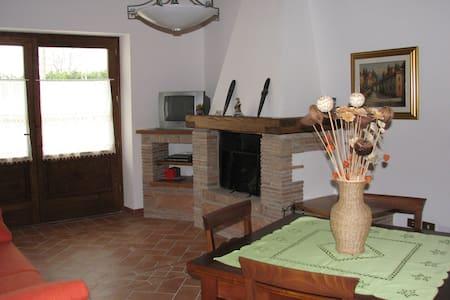 Casa Vacanze L'Orticaia appartamento Il Caminetto - Il Casone