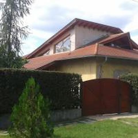 A Nyugalom Szigete Ház