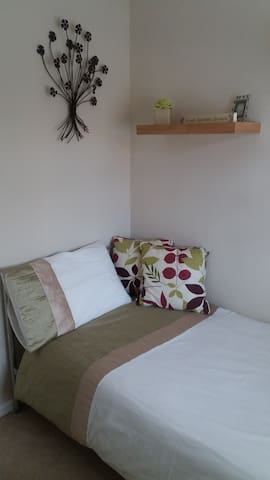 Single room Poynton - see details for discounts