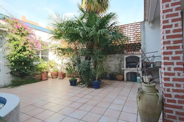le patio, espace de verdure au centre de Toulouse