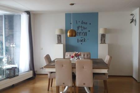 Sfeervol en centraal gelegen app (85 m2) in centr - Amersfoort - Apartment