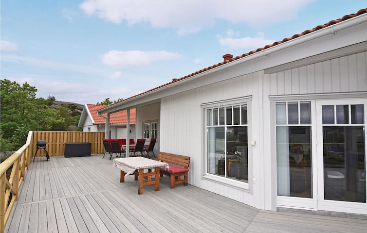 Holiday cottage with 3 bedrooms on 122m² in Hamburgsund