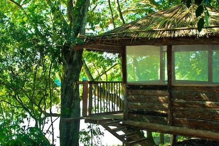 Wood Cabin on farm overseeing the Cauca River - 卡塔戈(Cartago)